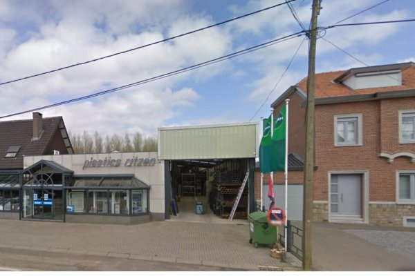 Te Koop: Tongeren - Magazijn met commerciële ruimte en woningen